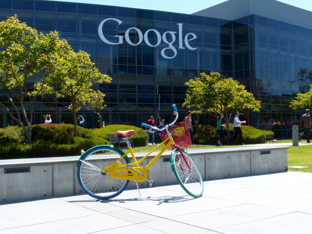Google stocks its Mountain View campus with community bikes to make it easy for employees to travel between buildings. Image used under Creative Commons license from Flickr user Roman Boed.