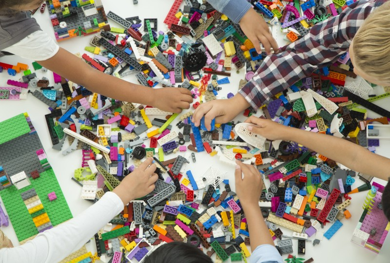 HighRes_LEGO Classic_bricks and hands